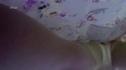 仰向けになってる男性の顔を女性が跨いで真下からパンツ見せてる動画(ウェアラブルカメラ)