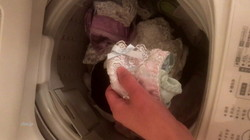 [Voyeur] check (underwear, stain bread) in the washing machine of your home sister?