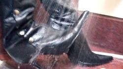 湿和凌乱鞋子Scene089